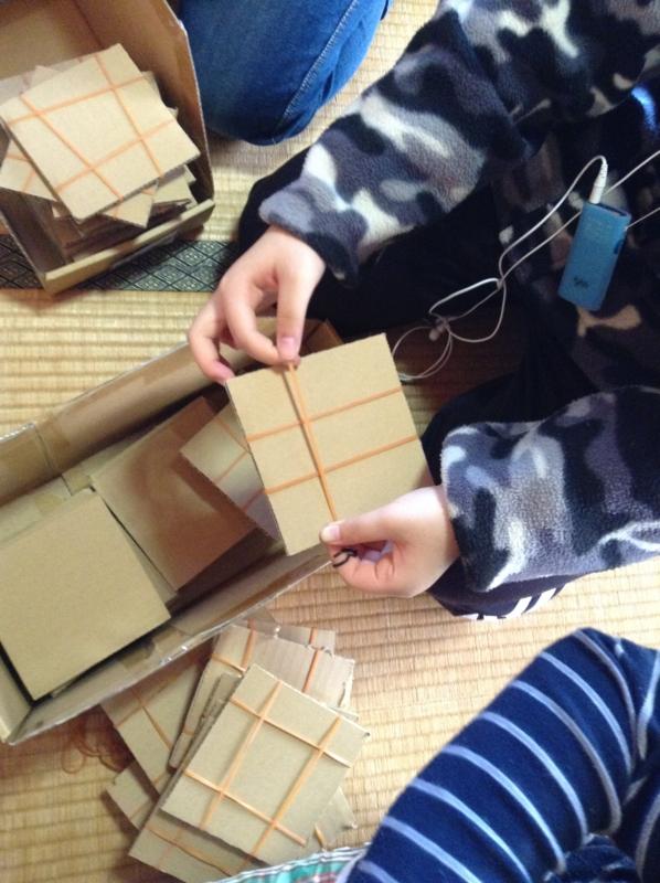 子供たちの手作りの台